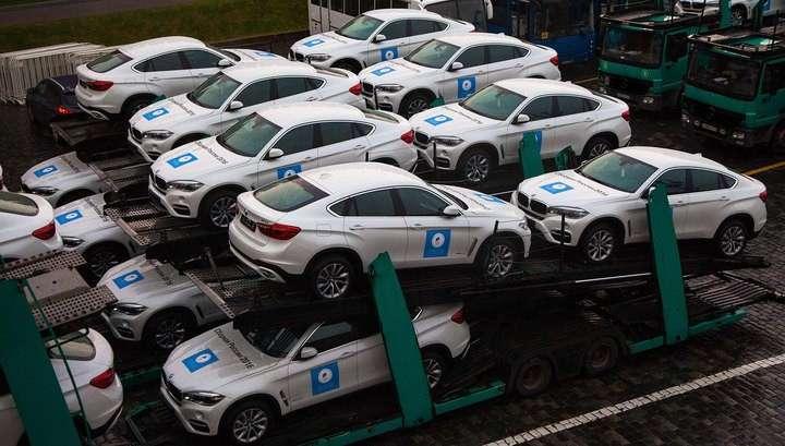 На Ивановской площади Кремля олимпийцам вручили российские автомобили BMW