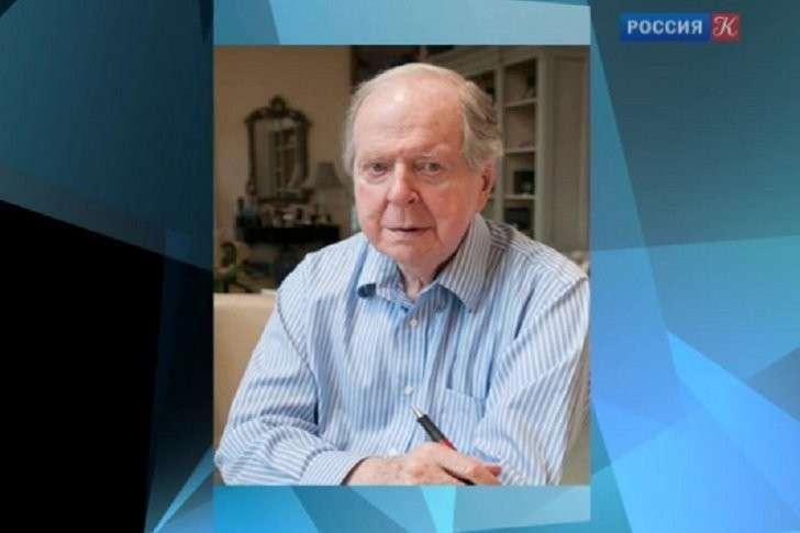 Английская сволочь Роберт Конквест придумал миллионы жертв советских репрессий ещё до Солженицина