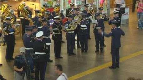 Участники фестиваля «Спасская башня» дали концерты на московских вокзалах