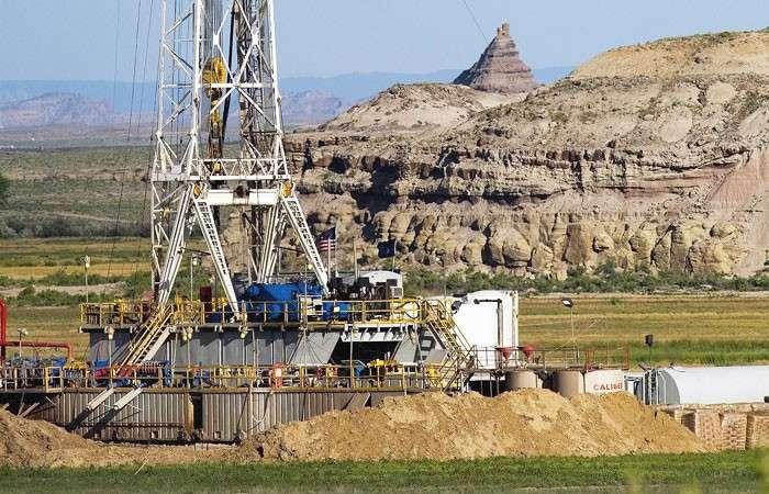 Нефтяной блеф Америки. Штаты вышли на первое место в мире по добыче углеводородов. Но ненадолго