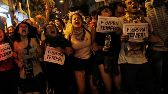 События в Бразилии: жители вышли на улицы в поддержку Дилмы Русеф