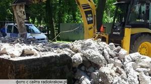 Обезумевшие польские евреи снесли очередной памятник советским воинам