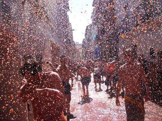 Испанский праздник Ла Томатина — битва помидорами