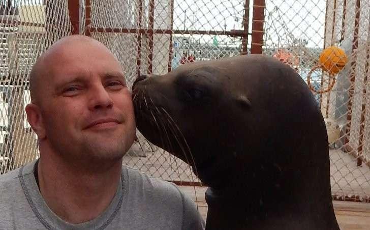 Александр Иванов из Холмска Сахалинской области за три года спас более 20 детенышей тюленей