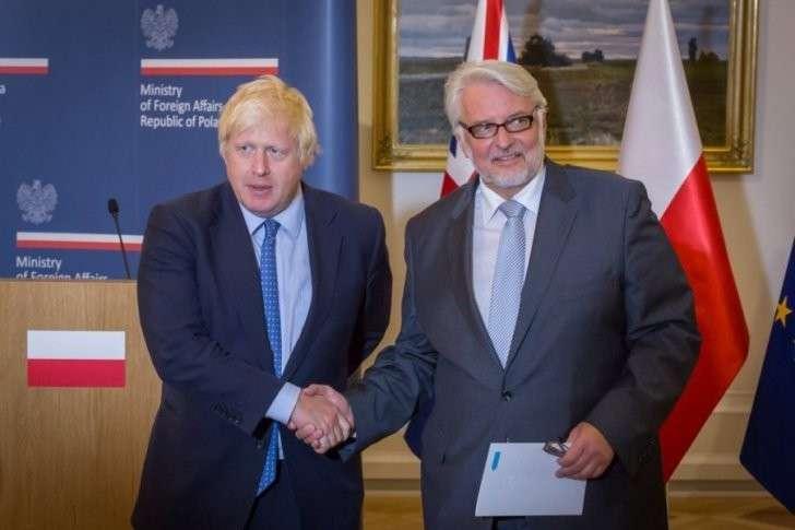 Главы МИД Польши и Англии сошлись на пещерной русофобии