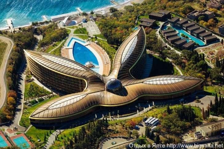 6. World Travel Awards - В двух номинациях победителями стали представители России: Санкт-Петербург признан лучшим туристическим направлением Европы, а крымский отель Mriya Resort & Spa назвали лучшим европейским курортным комплексом для отдыха Сделано у нас, политика, факты