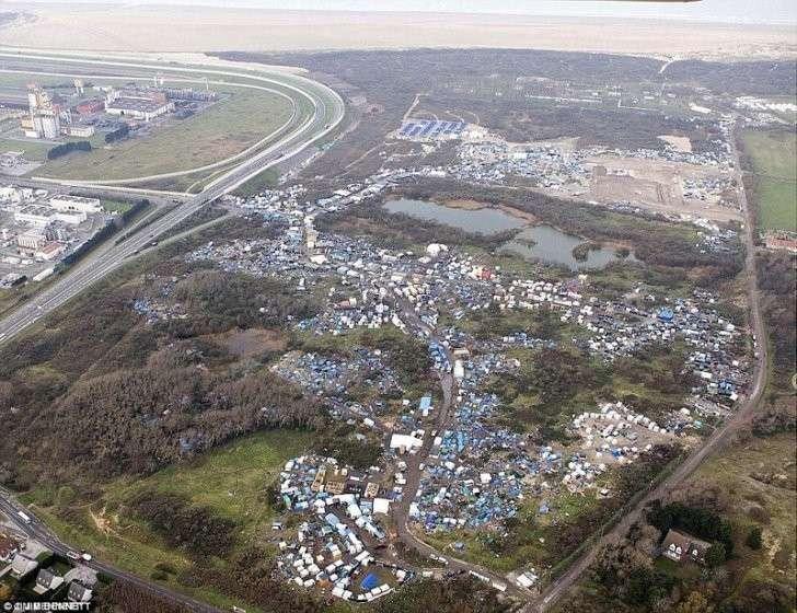 Так выглядит стихийный лагерь беженцев с высоты птичьего полёта Кале, беспорядки, мигранты