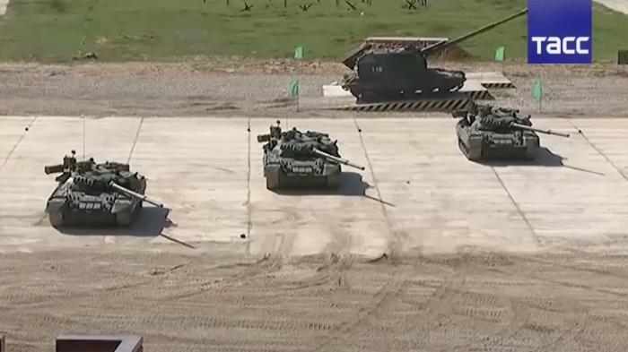 «Армия-2016»: видео боевых возможностей новейшей техники Армии России