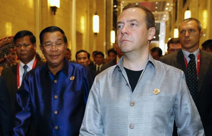 Дмитрий Медведев на ходу пообщался с Обамой на приёме участников саммита ВАС