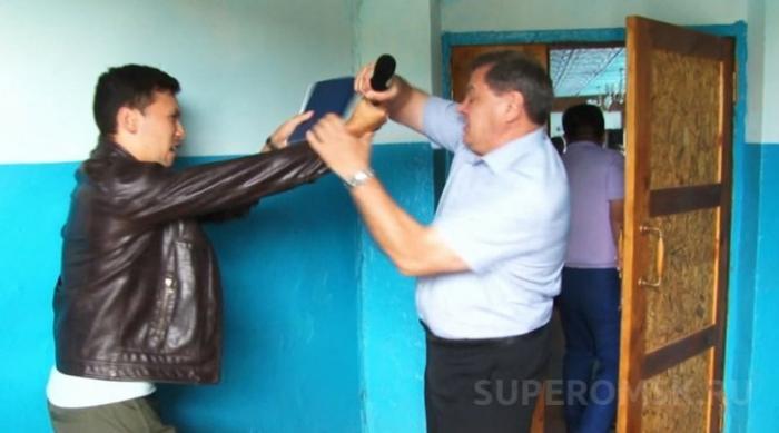 Нападение на журналиста в Омске во время предвыборной компании ЕдРо