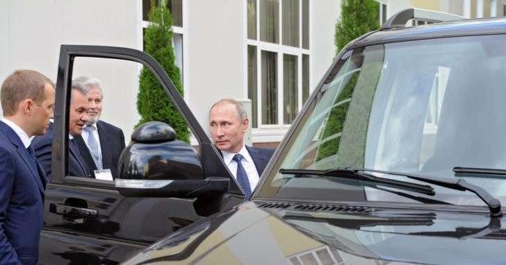 Владимир Путин пересел на чёрный УАЗик для поездки по Туле