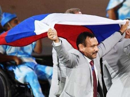 Белорусские братья: российских флага было два, но один паразиты отобрали