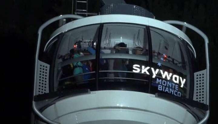 В Швейцарии туристы всю ночь провисели в фуникулёре над Монбланом