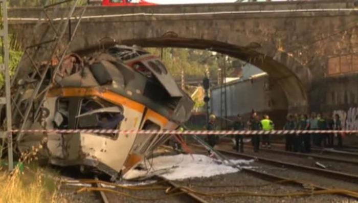 Крушение поезда в Испании: 4 человека погибли, около 50 ранено