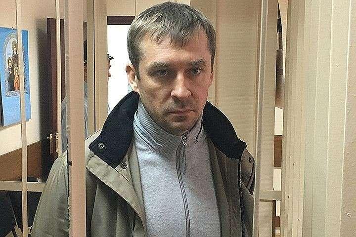Вквартире у русского полковника обнаружили тонну долларов