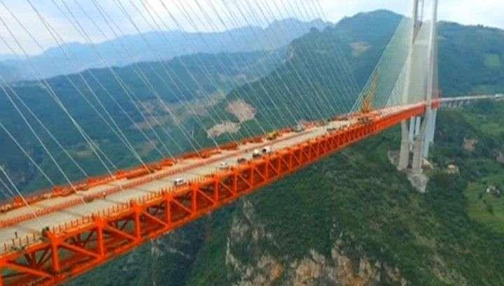 Китай бьёт рекорды: достроен самый высокий в мире вантовый мост