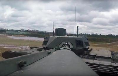 Минобороны РФ впервые опубликовало видео боевых возможностей «Арматы»