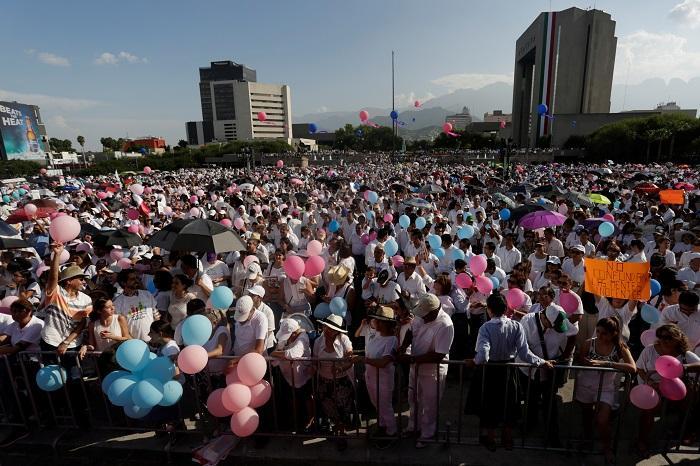 Мексиканский народ выступил против однополых браков и сексуального растления в школах