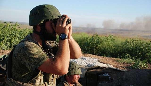 Ополченцы ДНР на позиции у линии соприкосновения с ВСУ. Архивное фото