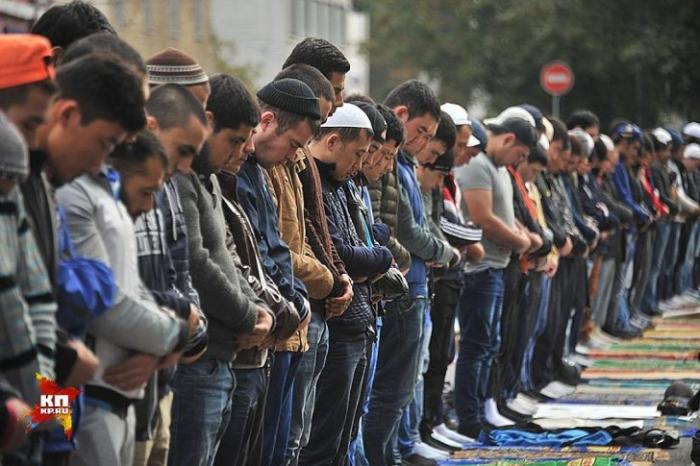 Их свозят автобусами в столицу, чтобы обосновать строительство новых мечетей