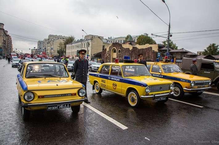 На дне города прошёл первый московский парад городской техники