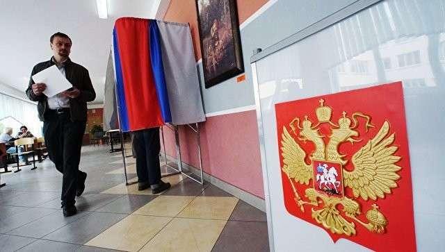 Голосование за кандидатов на выборах. Архивное фото
