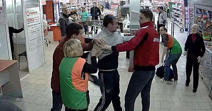 Продавщицы-«дзюдоистки» задержали вора в продуктовом магазине Екатеринбурга