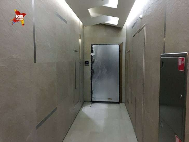 С соседями здесь негусто. Всего три квартиры на целую секцию с двумя лифтами Фото: Александр РОГОЗА