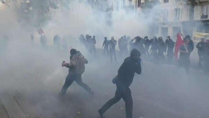 Париж затянуло дымом: митинг профсоюзов обернулся беспорядками