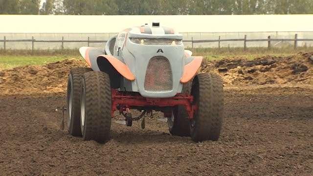 Под Рязанью испытали в действии беспилотный трактор «Агробот»