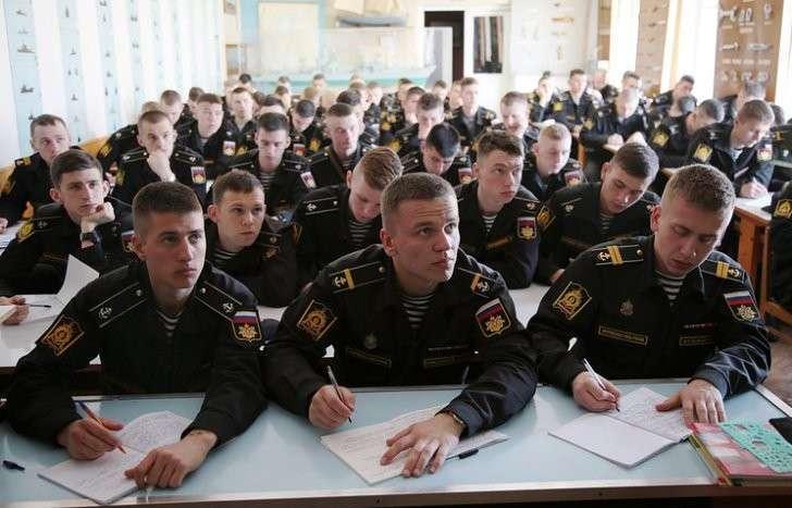 Сергей Шойгу поручил обеспечить в 2017 году всех курсантов и слушателей военных вузов ноутбуками