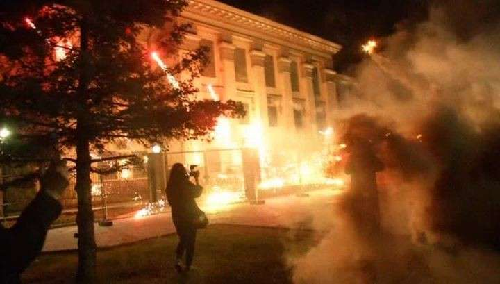 Ночная атака карателей на посольство России в Киеве