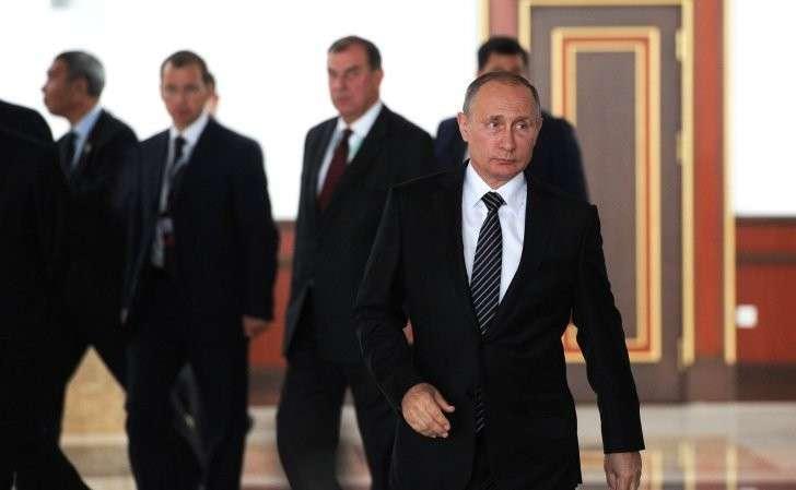 Перед отлётом изБишкека Владимир Путин ответил навопросы журналистов.