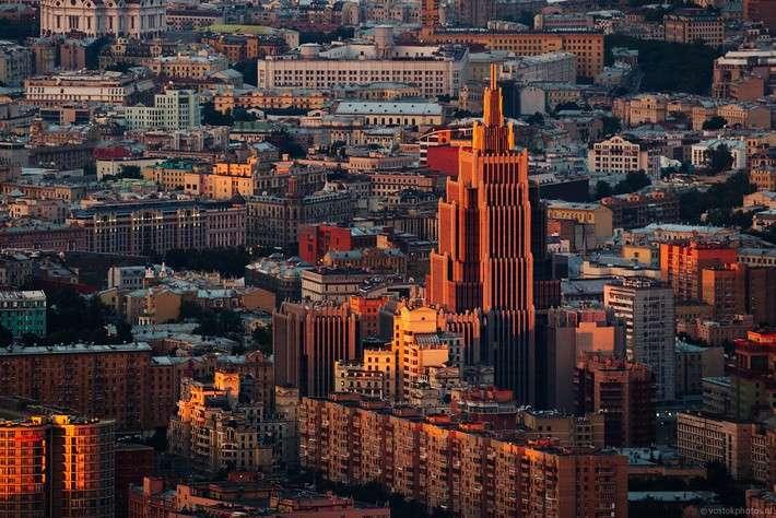 Центр Москвы получил ещё одну характерную, почти сталинскую высотку
