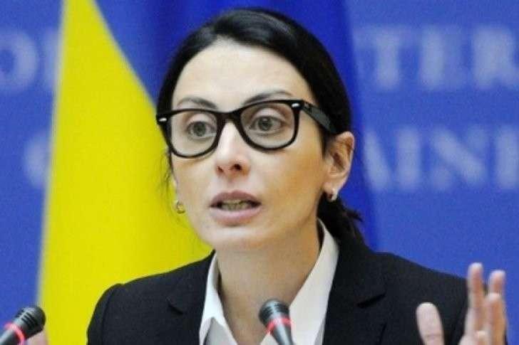Деканоидзе требует денег, ибо полиция - голая, переодеться не во что и чемодан опустел