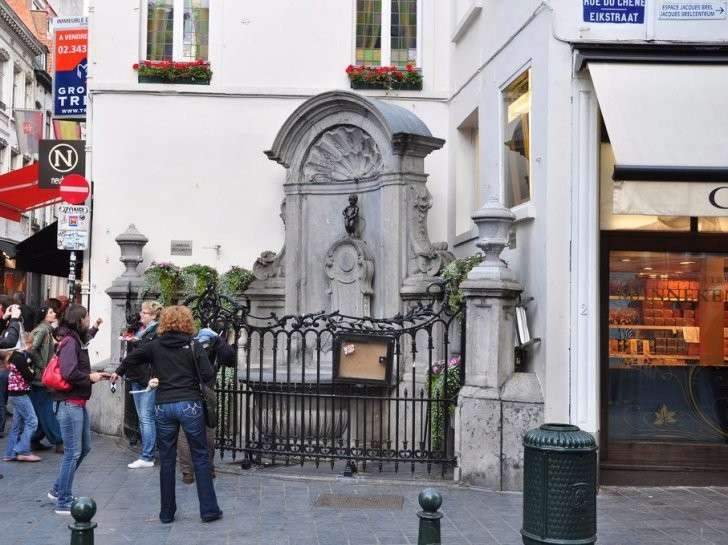 but-why-its-a-tiny-statue-on-the-corner-of-a-busy-pedestrian-street