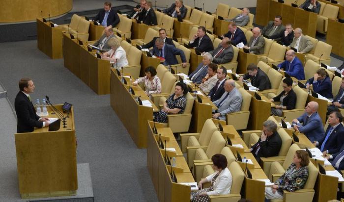 Депутат Фёдоров предложил запретить госслужбу для имеющих родственников за границей