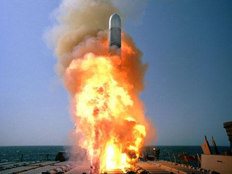 Военный эксперт объяснил, зачем Пентагон грозит России своей старой ядерной дубиной