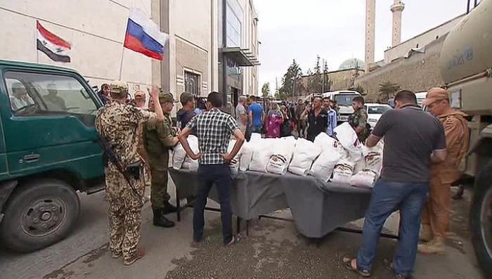 Жителям сирийской Латакии доставили российскую гуманитарную помощь