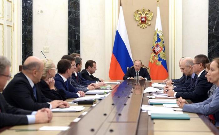 Владимир Путин провёл совещание по вопросам формирования федерального бюджета