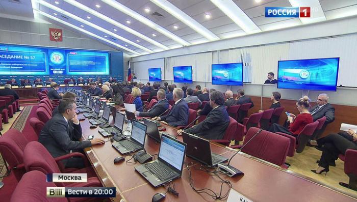 Депутаты новой Госдумы получили в ЦИКе свои удостоверения