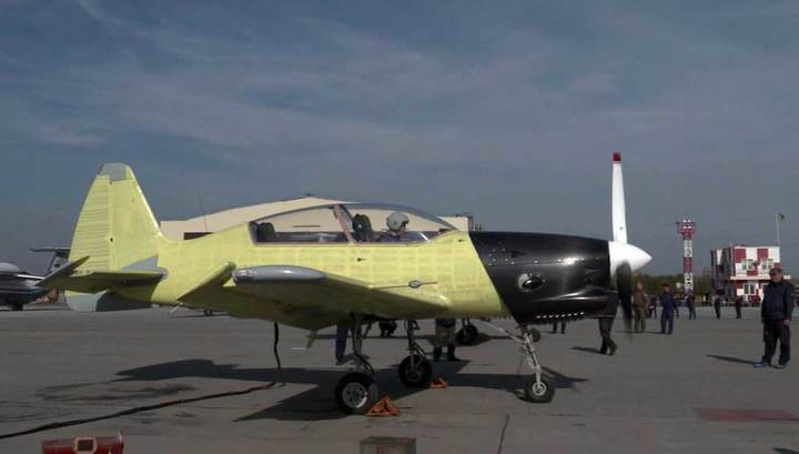 Впервые в воздух поднялся новый учебный самолёт Як-152