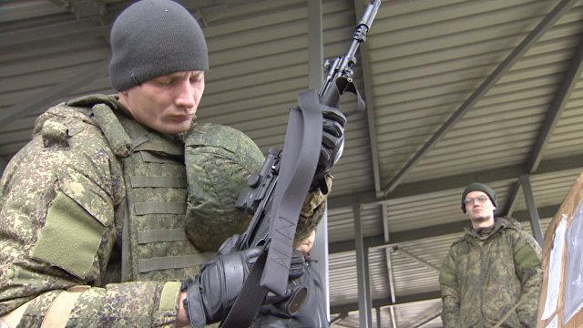 Военные ВС РФ испытали автоматы Калашникова и экипировку «Ратник» в Алабино