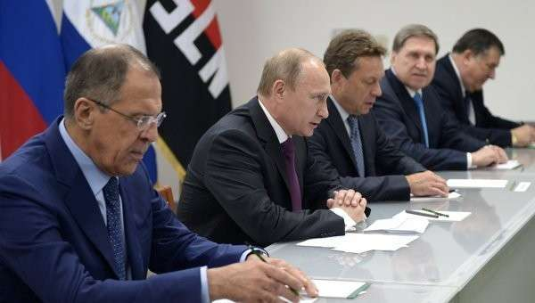 Министр иностранных дел РФ Сергей Лавров и президент России Владимир Путин во время переговоров с президентом Никарагуа Даниэлем Ортегой