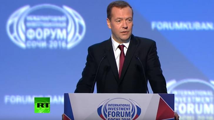 Дмитрий Медведев выступает на заседании Международного инвестиционного форума «Сочи-2016»