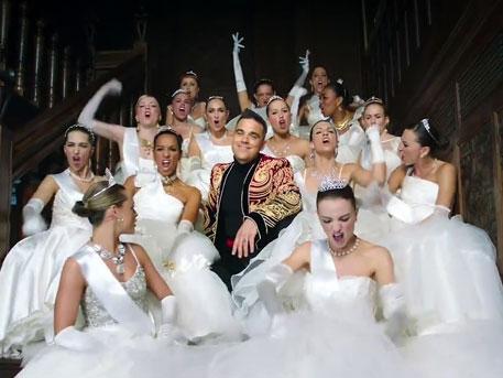 Английский певец Робби Уильямс снял клип о жизни русских олигархов