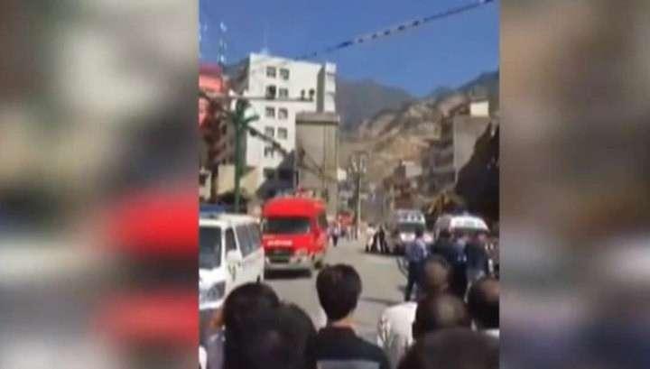 В Китае из-за схода грунта обрушились два жилых дома