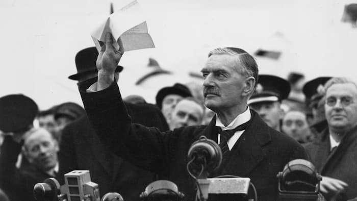 Борис Джонсон – наследник Невилла Чемберлена, поклонника Гитлера