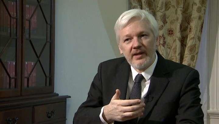 Основатель WikiLeaks Джулиан Ассанж готовится уничтожить предвыборную кампанию Клинтон