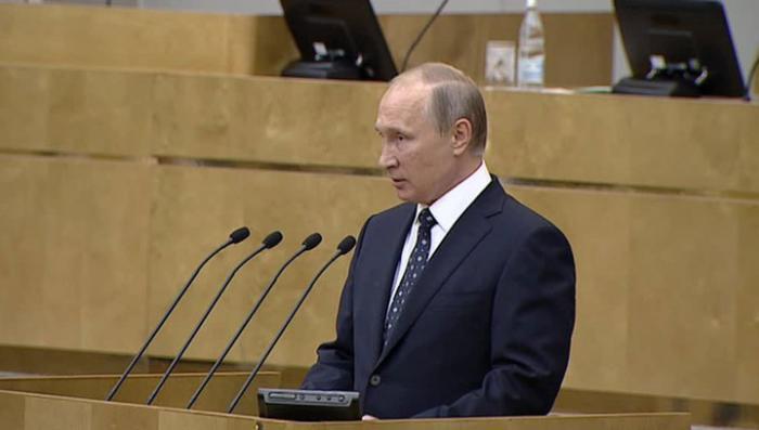 Президент Путин призвал Госдуму строить сильную Россию